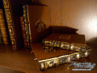まるで魔法書! アンティークな洋書革装丁風のブックカバーをDIY