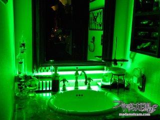 照明でお部屋が劇的に変わる!マッドサイエンティスト的な明かり