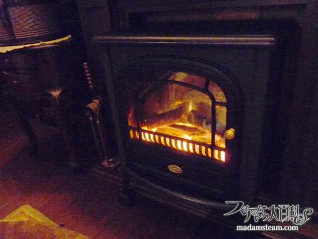 「電気暖炉」安全・安価・お手軽なクラシカル暖房機
