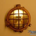 納戸の天井照明に船舶ライトを設置:ノーチラス号納戸改造記【5】