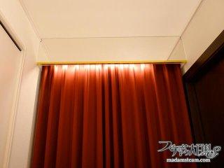 真紅のカーテンと鏡のカーテンボックス:ノーチラス号納戸改造記【7】