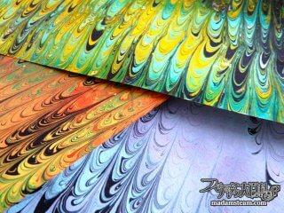 マーブリング(墨流し)の技法で、クシ目模様の紙を作ってみよう!