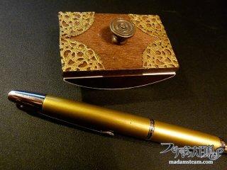 こだわりの文房具、キャップレス万年筆とブロッター(吸取器)