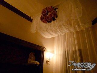 天蓋(てんがい)つきのベッドで眠る夢・DIYキャノピーを設置