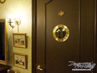 アンティークな真鍮製の船舶窓をドアに設置【蒸気邸改造記18】