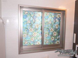 お風呂の窓にステンドグラス風シートを貼りました【洗面所改造記(3)】