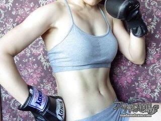 女性が腹筋を縦に割る方法・3ヶ月間ダイエットとトレーニングをしました