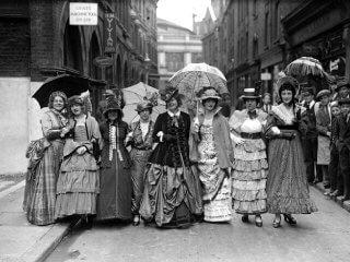 バッスルにクリノリン? ヴィクトリア時代の女性の下着について