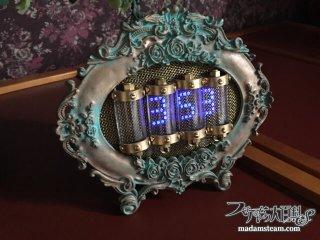 デジタル時計とフォトフレームで作る「なんちゃってニキシー管時計」