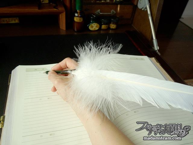 羽ペンとペン立て