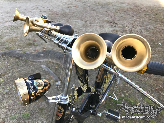 自転車砲弾ライトとラッパホーン