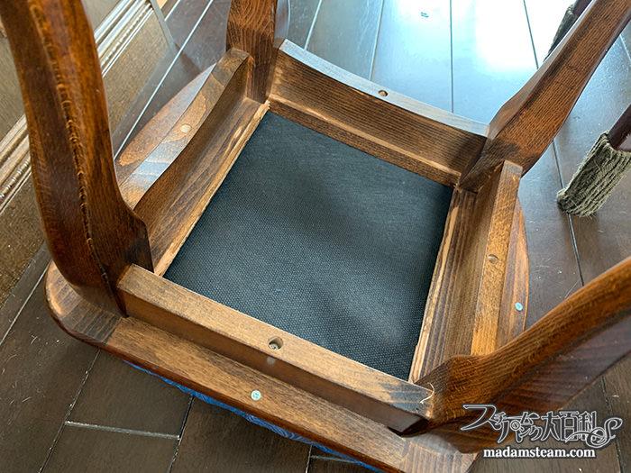 ドレッサーの椅子を張り替える