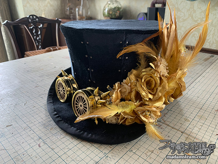造花と羽のハット飾り