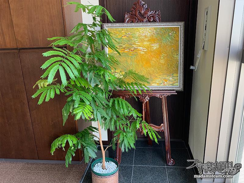 玄関のクリムトの絵