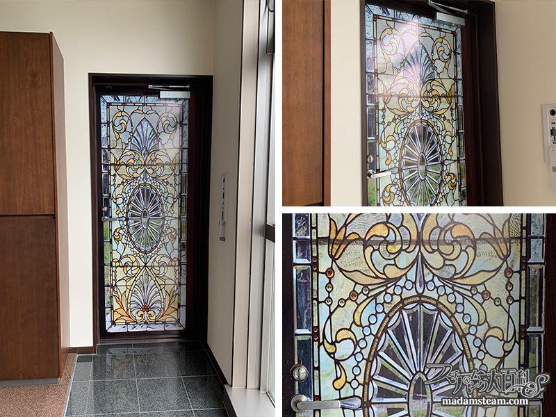 玄関のドアステッカー
